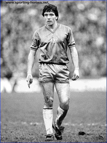 Kevin Hales - Chelsea FC - Biography of his Chelsea football career.