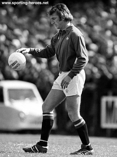 Alex Stepney - Manchester United - Biography of his goalkeeping career for Man Utd.