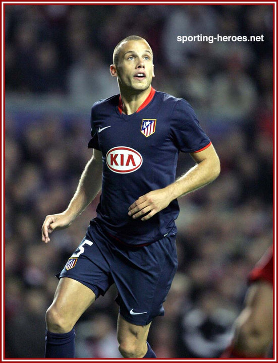 1eeb141708e41 John Heitinga - UEFA Champions League 2008 09 - Atletico Madrid