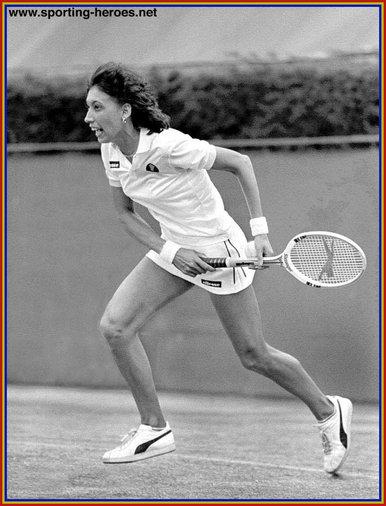 Female athletes 1979 - 1 7